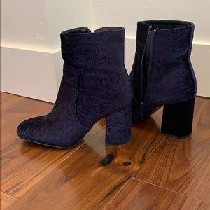 Women's Refresh brand velvet boots